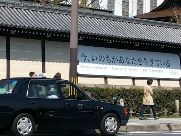 placa em português no Japão