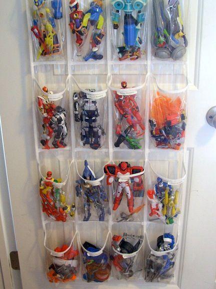 bonecos herois organizacao brinquedos quarto pequeno