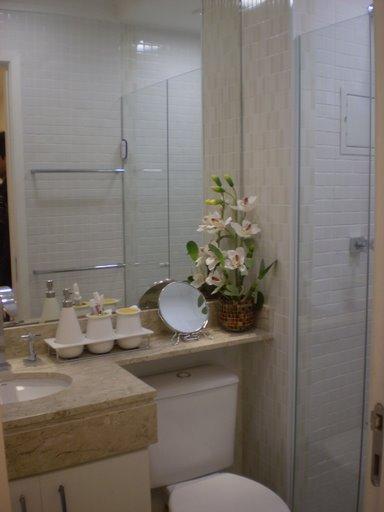 decoracao banheiros bancada sobre o vaso