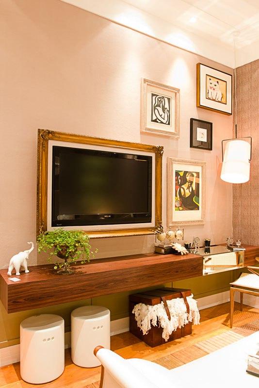 emoldurando-a-tv-moldura tv parede sala