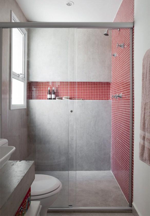 porcelanato que imita cimento pastilhas vermelhas banheiro