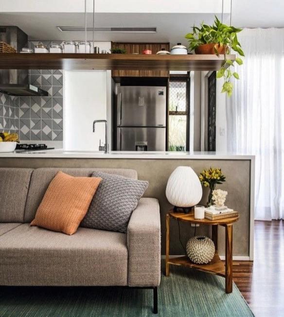 jiboia na decoração plantas dentro de casa vaso prateleira alta decoracao plantas cozinha americana
