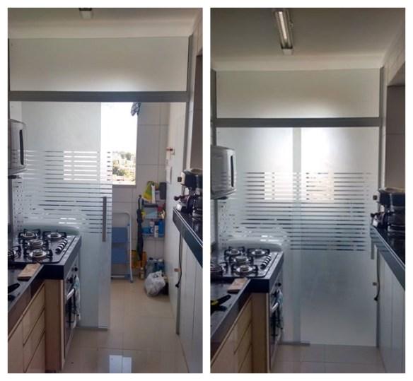 separacao cozinha area de servico lavanderia porta correr vidro jateado divisoria listras 2