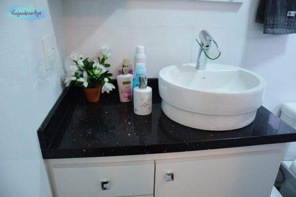 banheiro_suite_bancada_Quartz Stone_cuba_Deca_torneira_Lorenfall2
