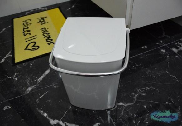lixeira_banheiro_esconde_saco_de_lixo