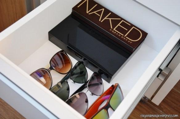 organização_penteadeira_gaveteiro_paletas_maquiagem_oculos_de_sol
