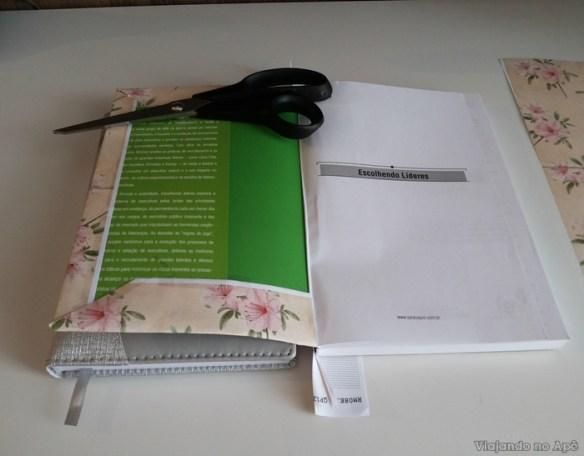 encapando livro com tecido e papel decorado impresso 9