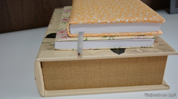 encapando livro com tecido e papel decorado impresso decoraçao livros