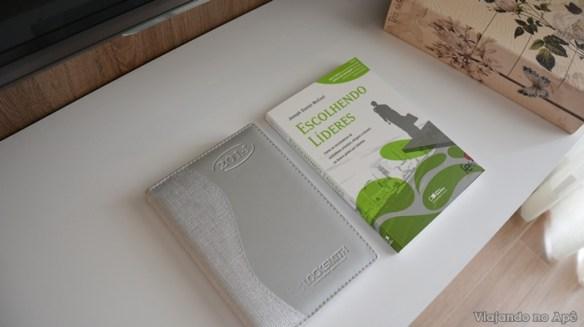 encapando livro com tecido e papel decorado impresso