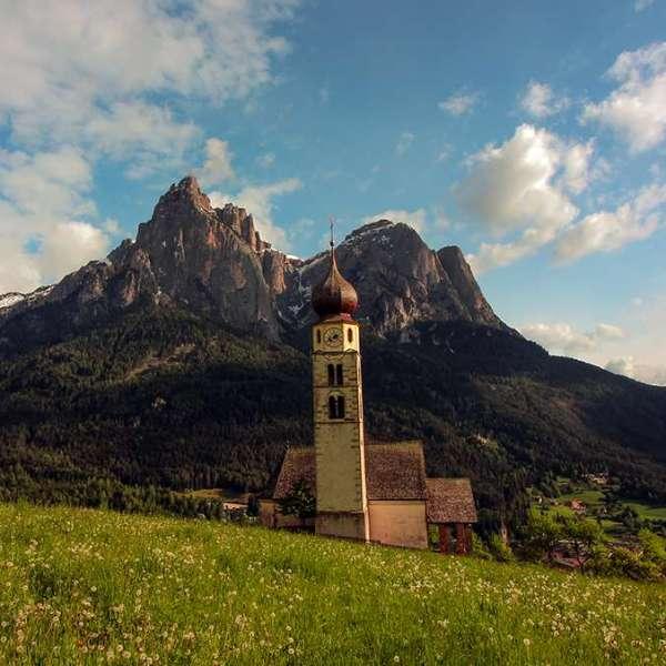 iglesias más bonitas de Dolomitas . Chiesa di San Valentino