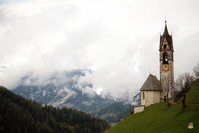 iglesias más bonitas de Dolomitas . St Barbara