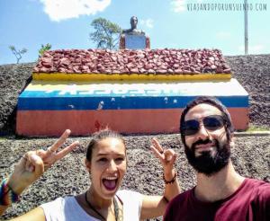 Viajando por un sueño Venezuela mochileros Carol y Juan frontera