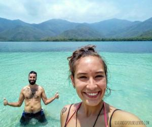 Viajando por un sueño Venezuela mochileros Carol y juan playa