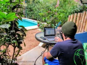 Juan trabajando selina Pedasi Panama