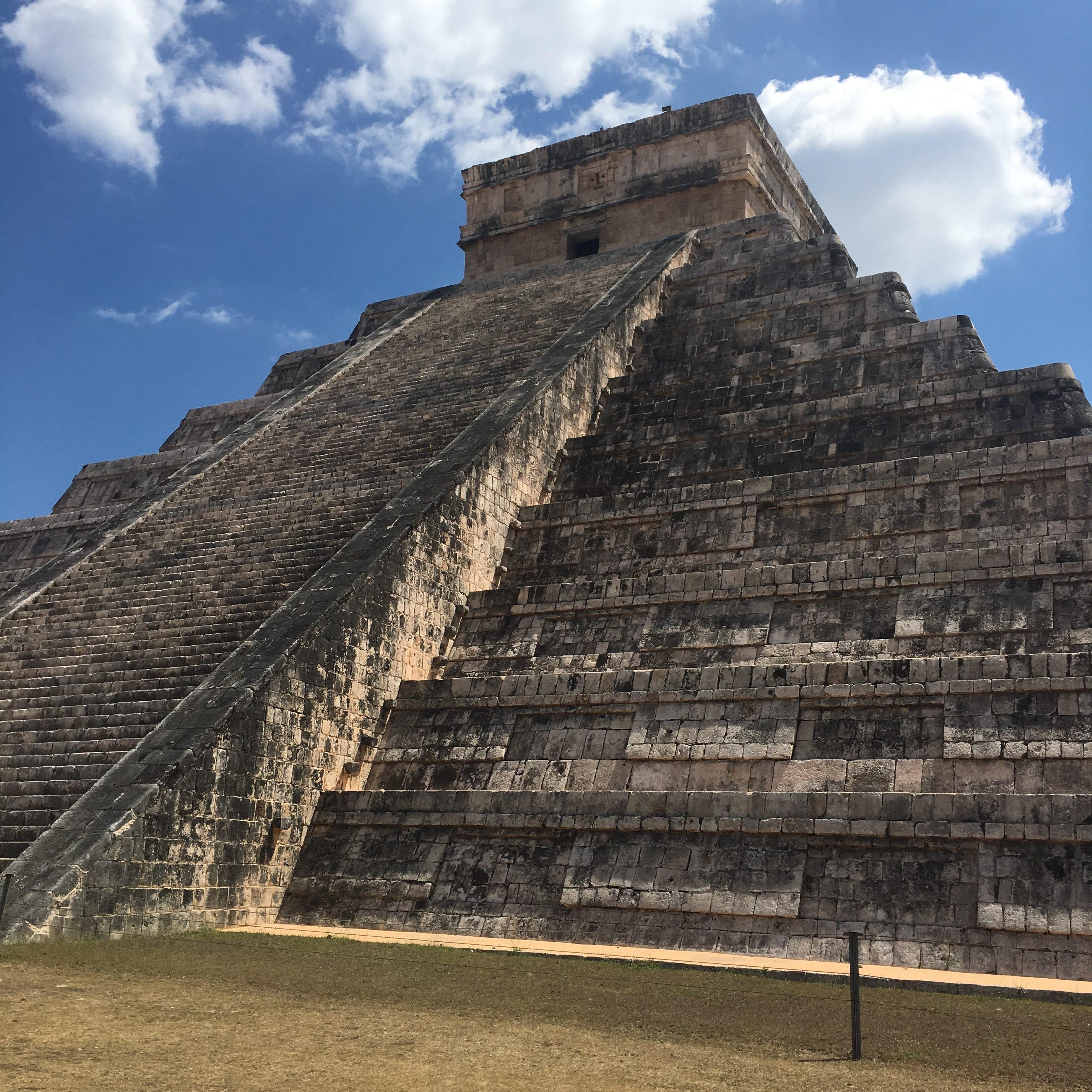 """Pirámide Maya """"El Castillo"""", en las Ruinas de Chichén Itzá"""