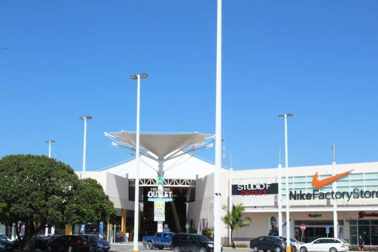 Vista a la entrada de Las Plazas Outlet