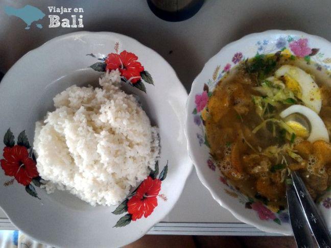 comer-soto-ayam-Bali