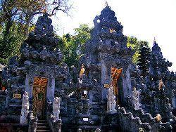 templo goa lawah Bali