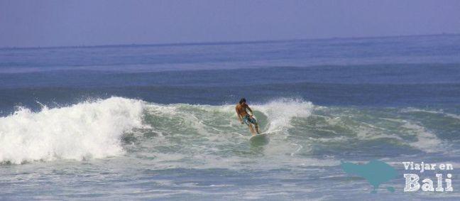 surfing-medewi-Bali