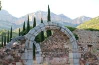 El doble arco de la entrada al recinto