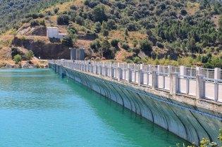 El nivel del agua llega a lo alto de la presa