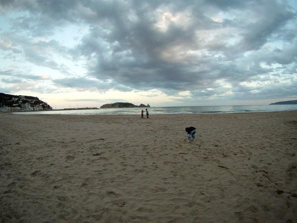 La playa del Estartit con las Illes Medes al fondo