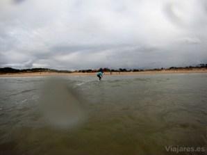 Kid Surfer en la playa de Loredo, Cantabria