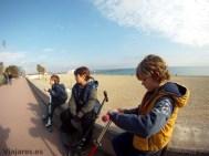 barcelona-ninos-playa-mar-bella-viajares
