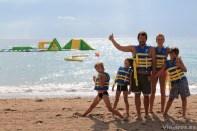 Disfrutando en la playa en familia