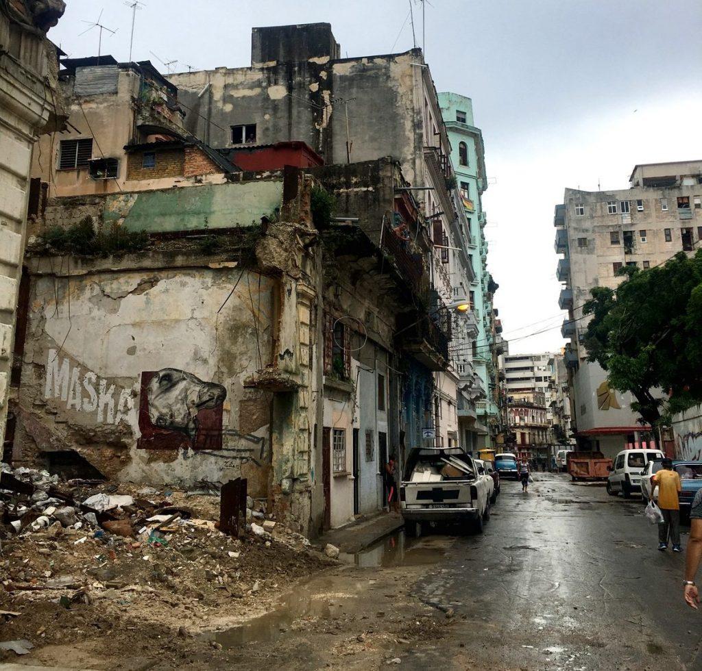 Edificios derruidos detrás del capitolio