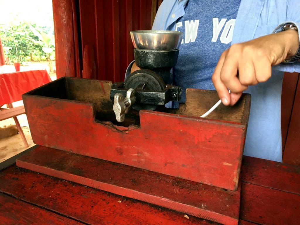 Enseñándonos el proceso del café