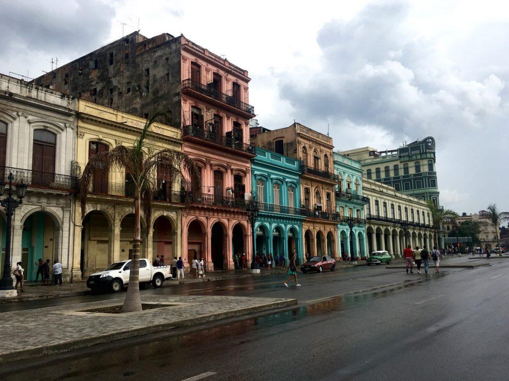 Colorida fachada frente al Capitolio