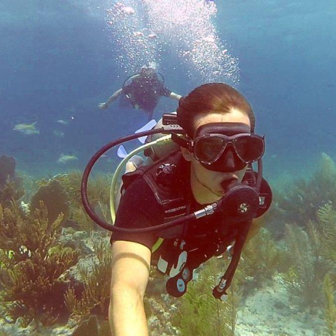 Explorando en fondo del mar en Cayo Guillermo