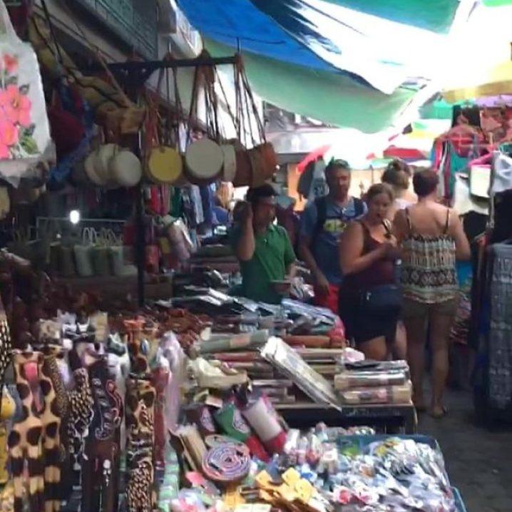 Bolsos y souvenirs en Ubud Market