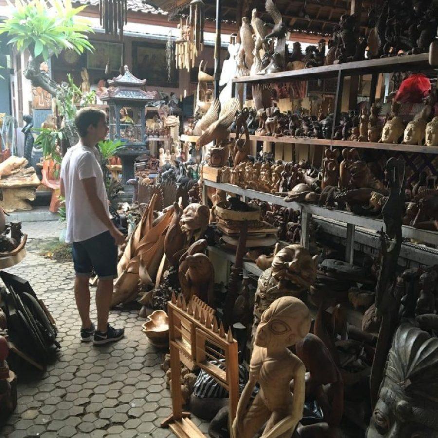 Tiendas de talla de madera en Batubulan, Ubud