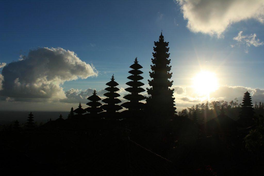Atardecer en el Templo Madre de Bali