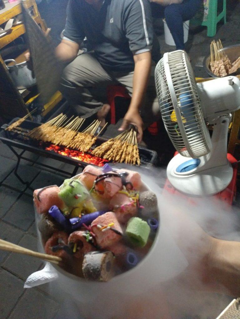 Los cereales congelados del Semawis market de Semarang, Indonesia