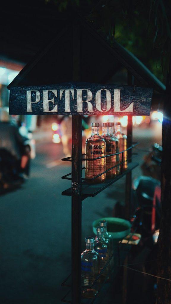Estación de gasolina para repostar tu moto en Indonesia