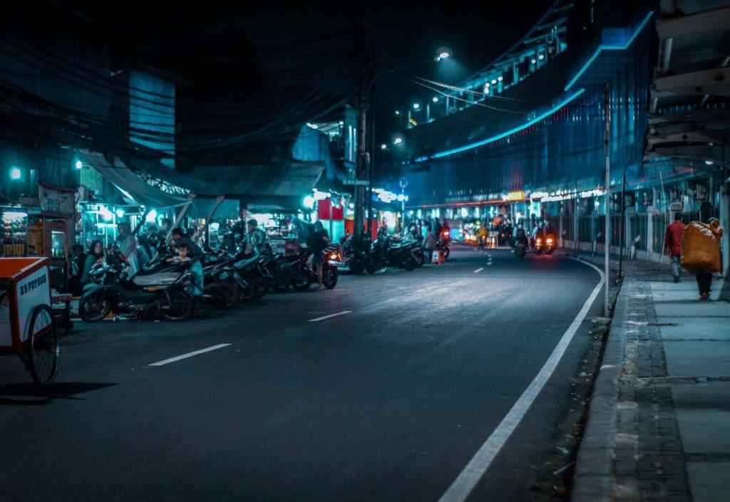 Cientos de motos aparcadas en Yakarta