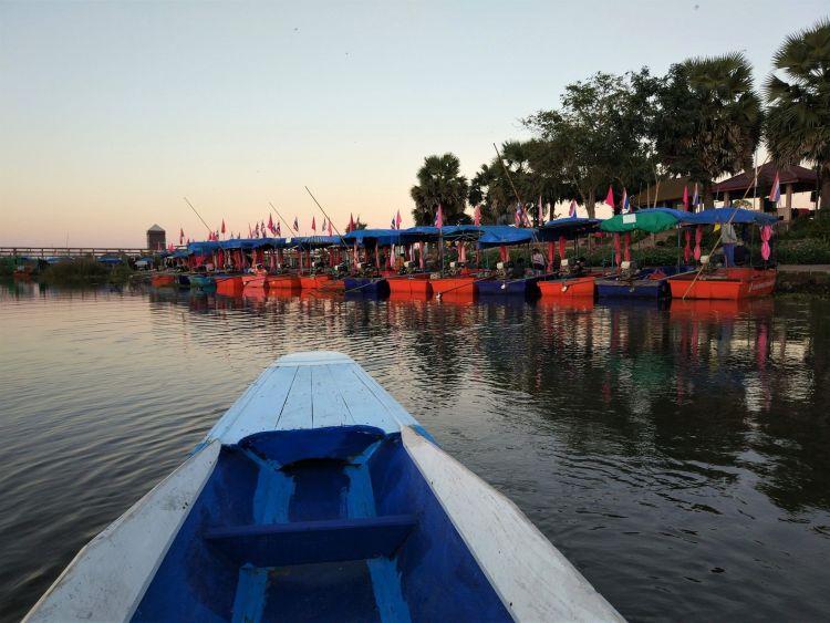 Embarcadero Lago de Lotos Rojos