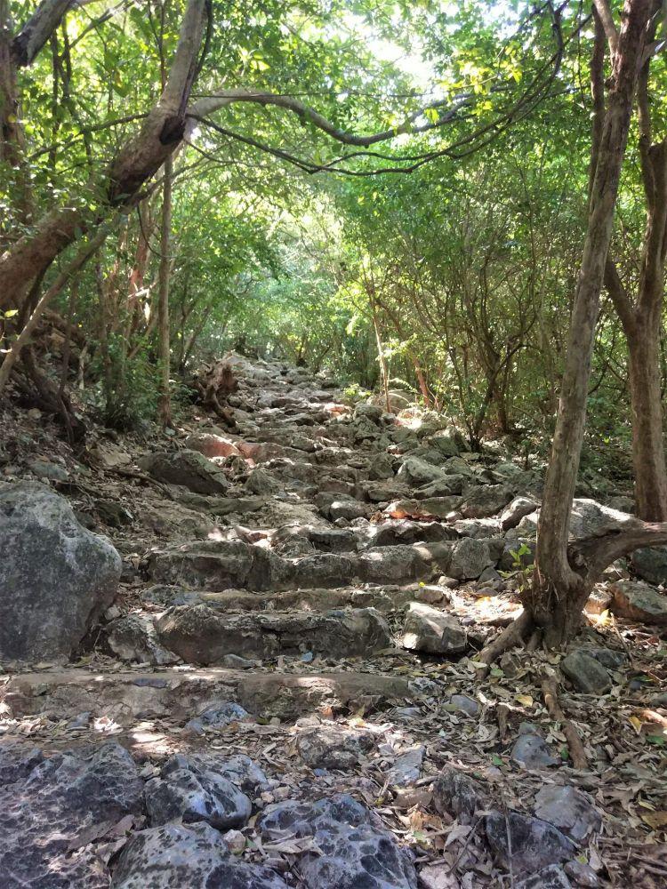 Escalera tercer tramo Phraya Nakhon