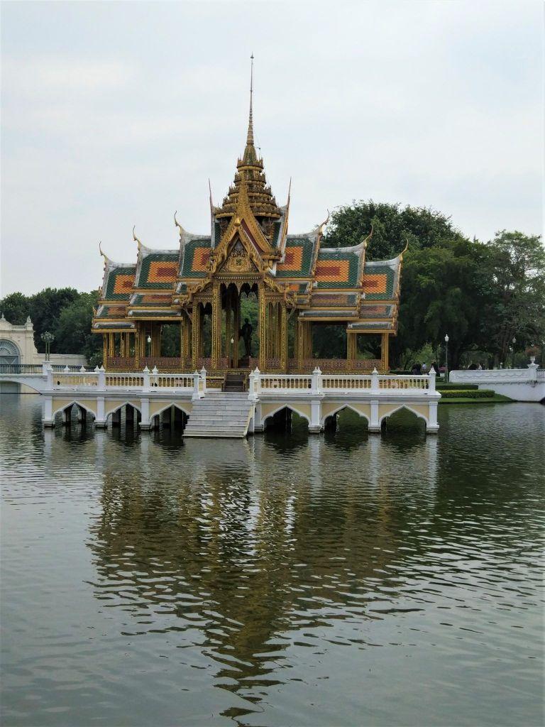 Estatua pabellon Bang Pa In