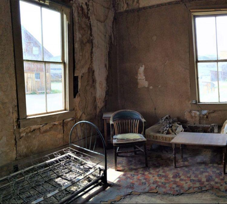 Interior de una casa en Bodie