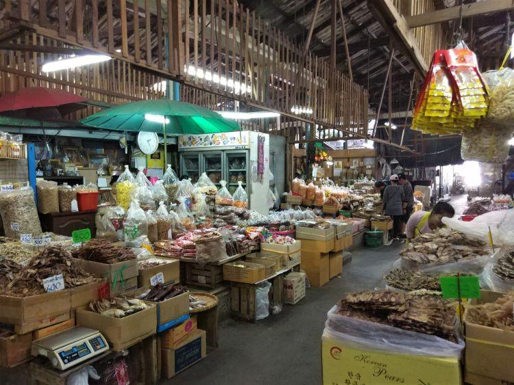 Mercado Tha Tian