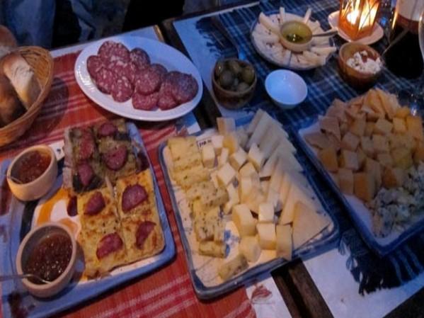 Picada en restaurante El Buen Suspiro Colonia