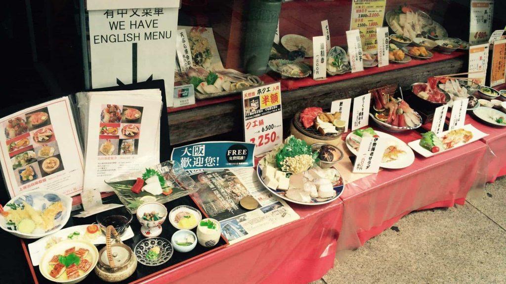 Cuanto cuesta comer en Japon Platos de plastico