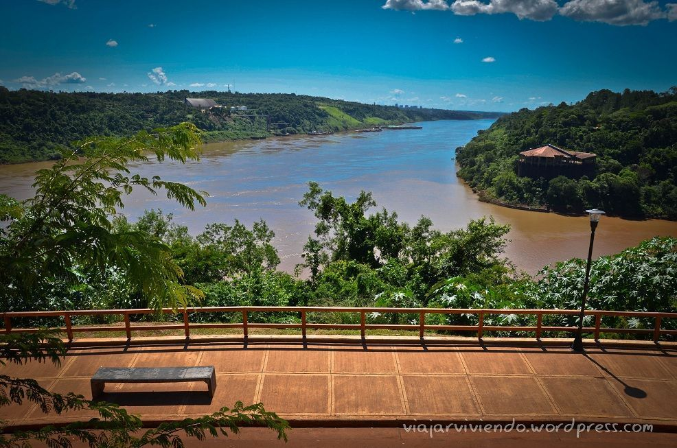 Cataratas del Iguazú - hito de las 3 fronteras