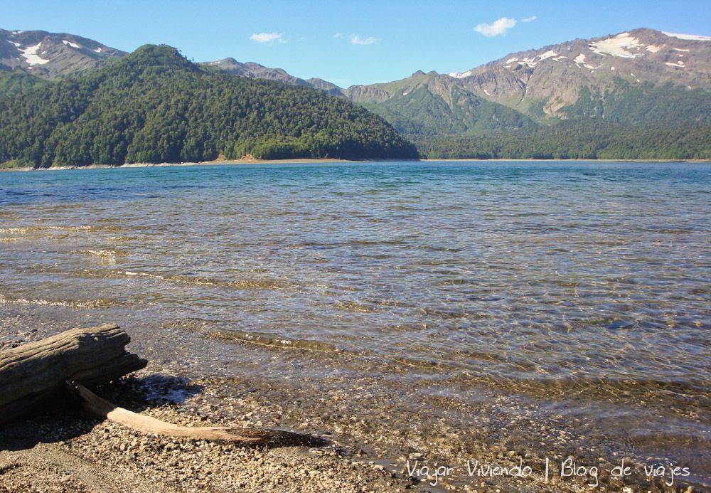 lago en el parque nacional conguillio chile