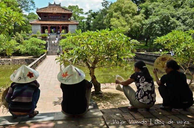 tumba hue vietnam