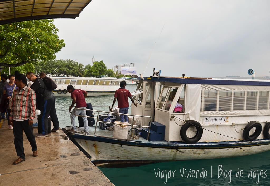 El ferry público del aeropuerto de Malé a Male